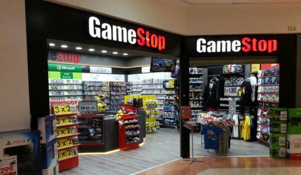 Gamestop: La Crisi Colpisce Il Gigante Dell'Intrattenimento 13 - Hynerd.it